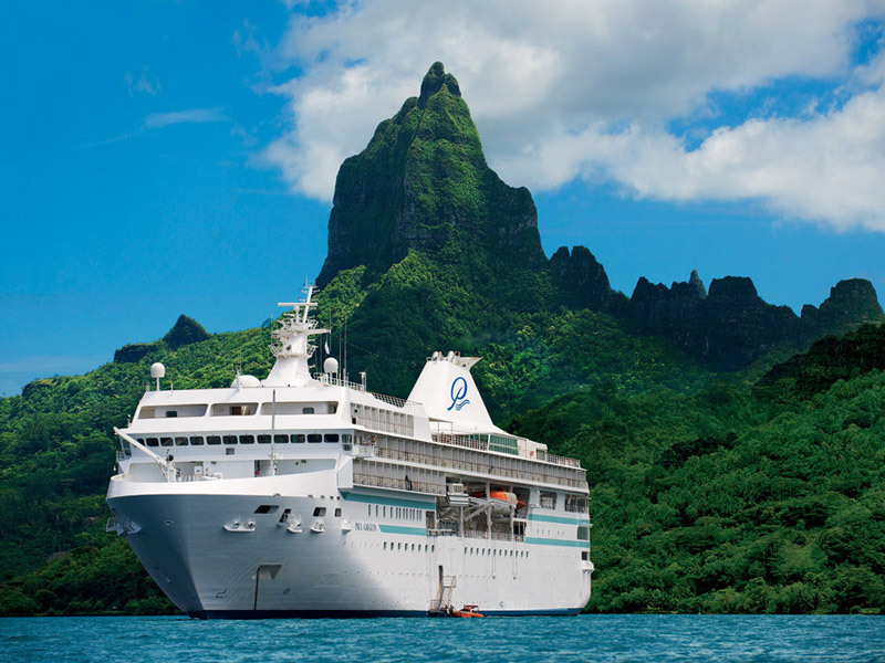 Paul Gauguin cruise ship in Bora Bora